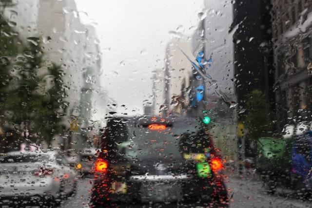 雨の日に活躍するABS